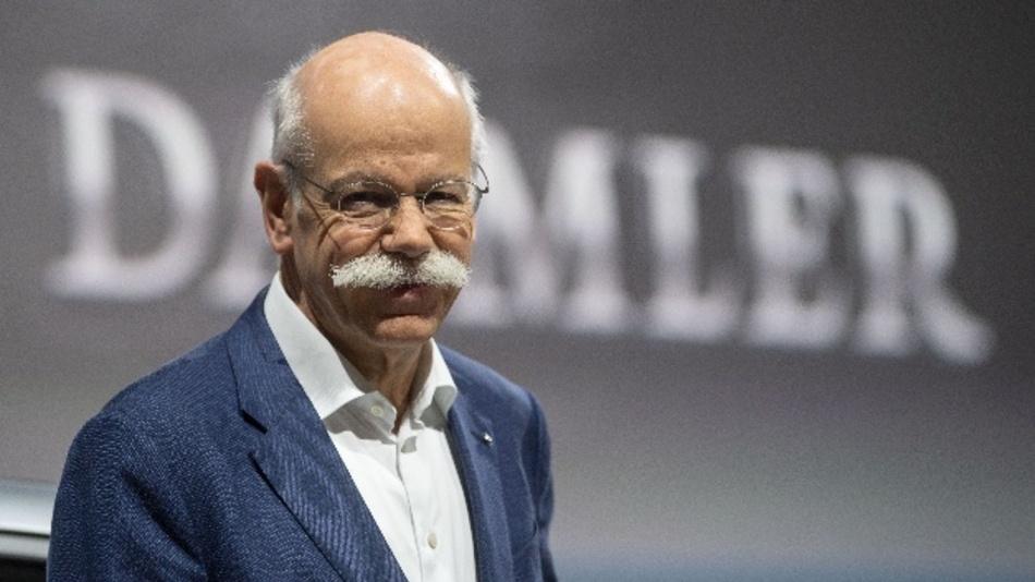 Daimler-Chef Dieter Zetsche und Elon Musk, Tesla, führen