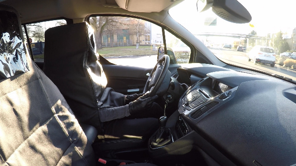 Die Testfahrer werden in einem »Human Car«-Sitz versteckt.