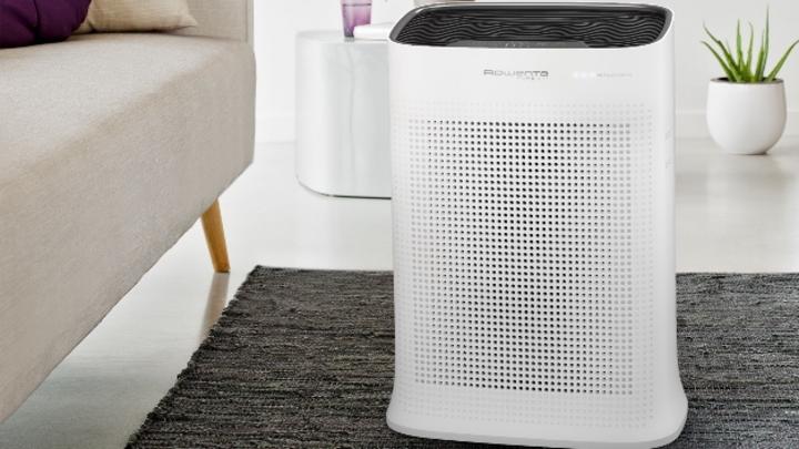 """Der """"Pure Air"""" von Rowenta befreit die Luft von Staub, Pollen, Tierhaaren, Rauch und Formaldehyd für 99,99 Prozent gefilterte Luft."""
