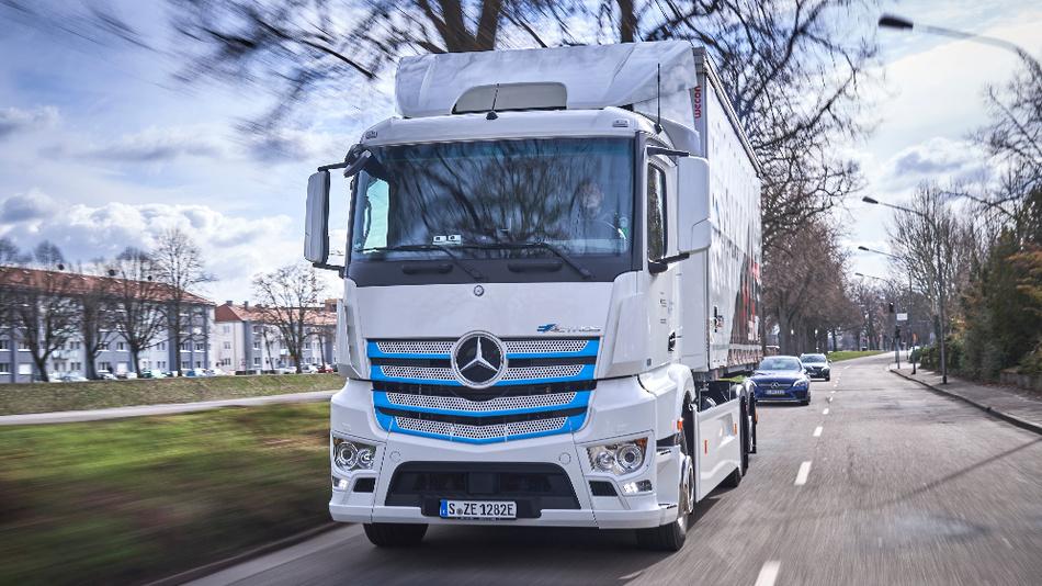 Rein batterieelektrisch angetriebener Lkw für den schweren Verteilerverkehr: Mercedes-Benz eActros startet im Murgtal: emissionsfreier und leiser Transport.