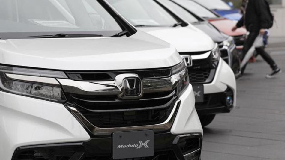 Autos des Herstellers Honda werden vor dem Hauptsitz des Unternehmens in Tokio ausgestellt. Der japanische Autobauer schließt sein Werk in Swindon, Großbritannien. Das gab der Konzern am 19.02.2019 bekannt. Das Werk in Swindon ist Hondas einzige Fertigungsstätte in Europa.