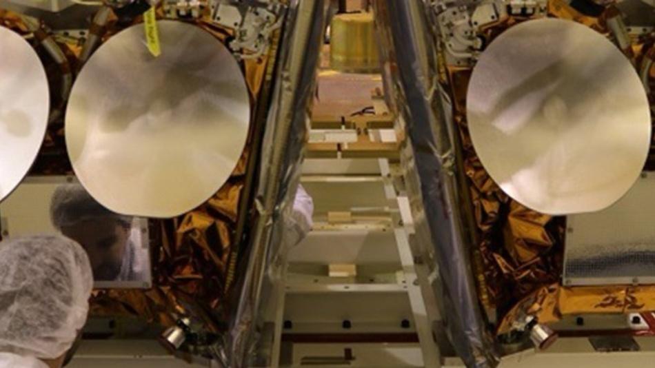 OneWeb-Satelliten, montiert auf der Plattform des Fracht-Containers montiert.