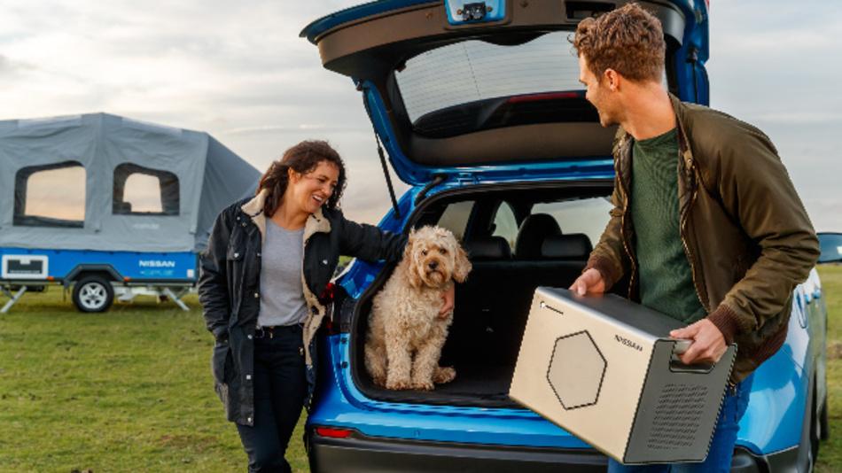 Der Nissan Energy Roam kommt im Nissan x-Opus Concept zum Einsatz, einem aufblasbaren, zusammen mit Opus Campers entwickelten Campinganhänger.