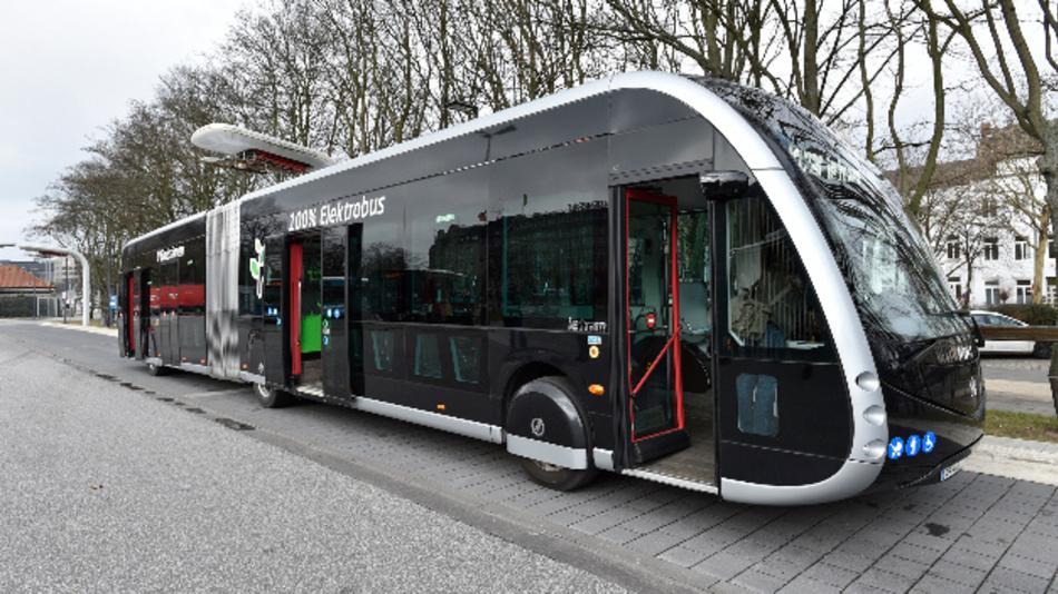 Eine Woche lang laufen vorbereitende Tests bei der Hamburger Hochbahn für den Elektro-Gelenkbus von Irizar.