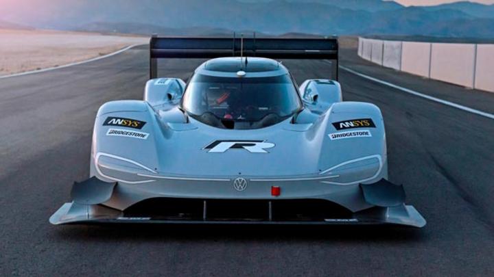 Volkswagen hat das Testprogramm für seinen Elektro-Sportwagen ID. R erfolgreich gestartet.