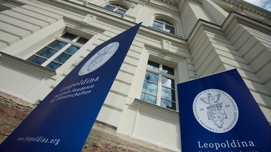 Im Streit um Grenzwerte für die Luftverschmutzung durch Diesel-Abgase will die Nationale Wissenschaftsakademie Leopoldina voraussichtlich im Frühjahr eine Stellungnahme vorlegen.