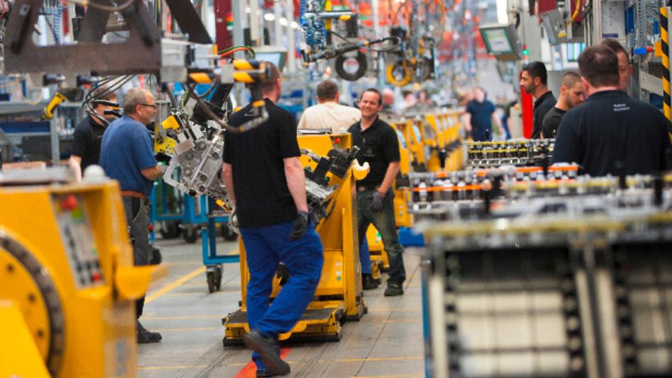 Mercedes-Benz Werk Mannheim: Endmontage der neuesten Generation des Schwer-Lkw-Motors OM 471.