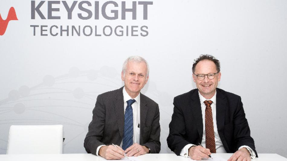 Siegfried Gross, Vice President und General Manager, Automotive and Energy Solutions bei Keysight (links) und Manfred Miller, geschäftsführender Gesellschafter von Nordsys (rechts), bei der Vertragsunterzeichnung auf dem Mobile World Congress 2019 in Barcelona.