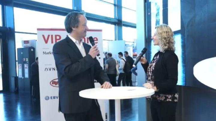 Sebastian Richter, Rohde & Schwarz, im Gespräch mit Nicole Wörner, Markt&Technik, auf der VIP-Bühne powered by Markt&Technik und Elektronik auf der embedded world 2019