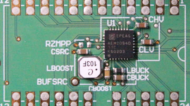 Der AEM20940 nutzt die Energie aus Wärmequellen.