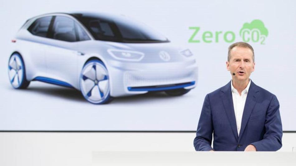Der Ausbau der E-Mobilität ist ein wichtiger Baustein auf dem Weg zur bilanziellen CO2-Neutralität. Volkswagen hat dazu ein Dekarbonisierungsprogramm aufgesetzt und will bis 2050 vollkommen CO2-neutral werden, wie Dr. Herbert Diess, Vorstandsvorsitzender des Konzerns, betonte.
