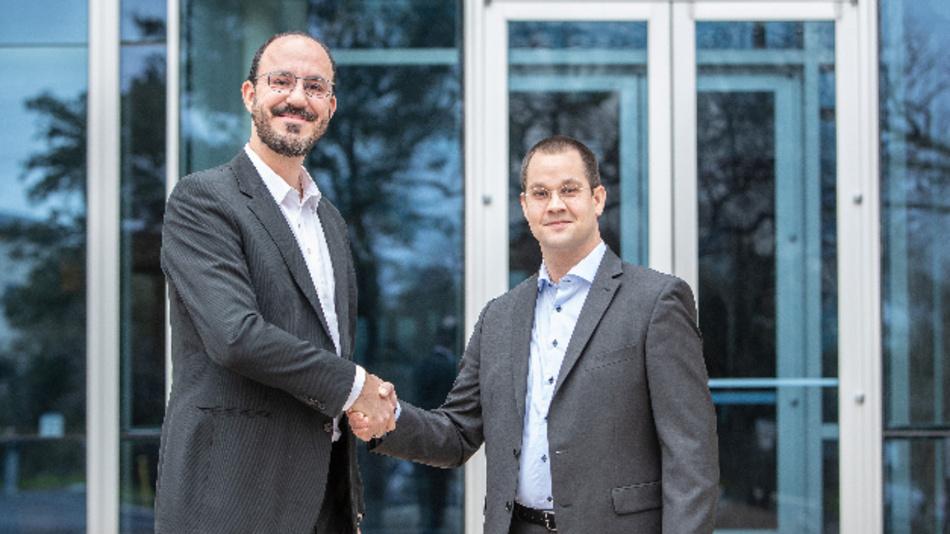 Leandro Fonseca, Transportation Offering Manager National Instruments und designierter Managing Director des Joint Ventures (links), und Hans-Peter Duerr, Group Manager HiL Standardization Etas und designierter Technical Director des Joint Ventures (rechts).