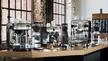 """Graef bietet seinen Fachhandelspartnern ein eigens für das Segment der """"CoffeeKitchen"""" entwickeltes Verkaufsmöbel, auf dem bis zu vier Siebträgermaschinen und vier Kaffeemühlen Platz finden."""