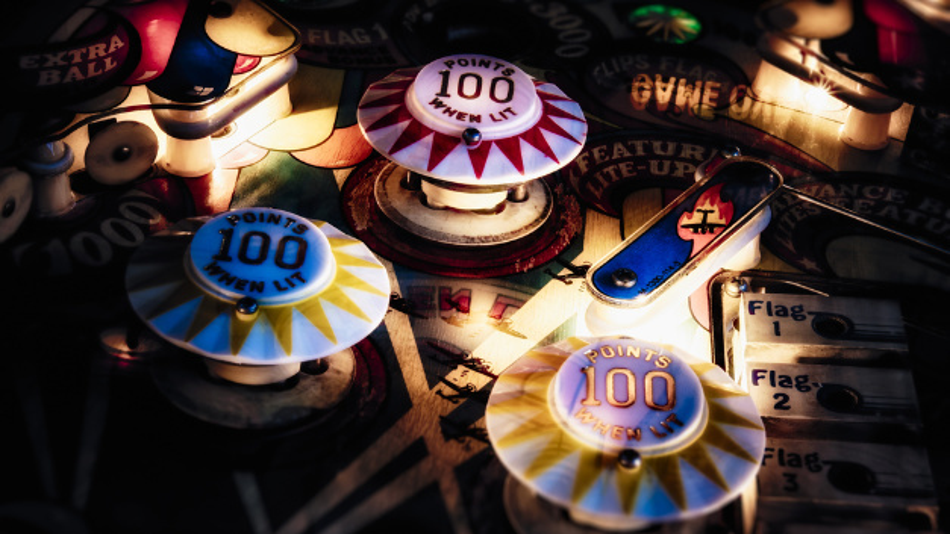 Das Spiel »Pinball« kennt jeder: Forscher der TU Berlin und des Fraunhofer HHI fanden ein KI-System, welches gelernt hatte, bei dem Spiel möglichst viele Punkte zu sammeln.