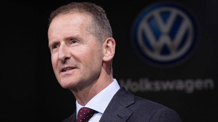 Volkswagen erwägt einen Austritt aus dem VDA, weil der Verband die Elektromobilität zu wenig fördert. Diess fordert vom VDA, den batterielektrischen Antrieb voranzubringen.