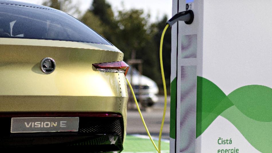 Skoda baut 7.000 E-Ladepunkte am Heimatstandort Tschechien: 2018 hat der tschechische Automobilhersteller 3,4 Millionen Euro in den Ausbau der Elektroinfrastruktur an seinem Stammsitz in Mladá Boleslav investiert – davon 1,65 Millionen ins Stromnetz.