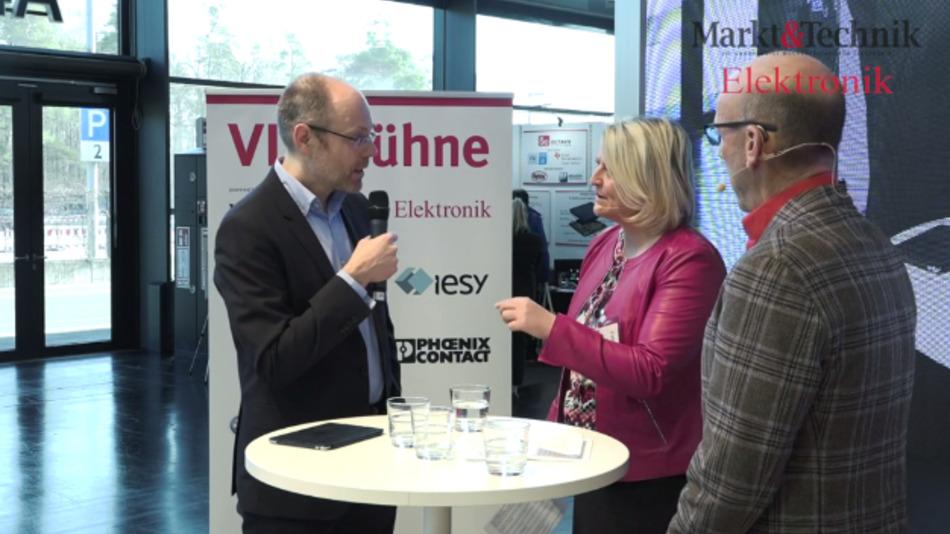 Welche Fähigkeiten brauchen Ingenieure in Zukunft, verliert Fachwissen an Bedeutung? Darüber diskutierten wir auf der VIP-Bühne mit Thomas Hegger vom VDE (links) und Michael Köhler von Schuh-Eder Consulting.