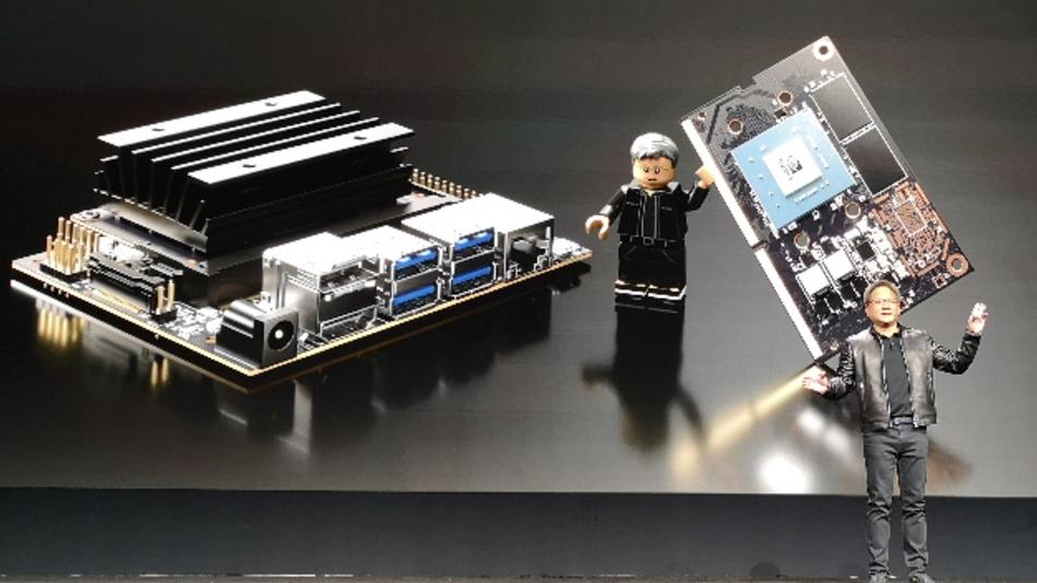 Nvidia-CEO Jensen Huang stellt auf der GTC 2019 »Jetson Nano« vor.