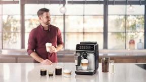"""Der Philips-Kaffeevollautomat aus der """"3200""""-Serie ist einer der Einsteiger-Modelle, die der Hersteller im April auf den Markt bringt und das über das innovative """"LatteGo""""-Milchsystem verfügt - das am schnellsten zu reinigende Milchsystem von Philips"""
