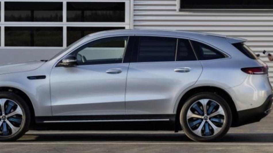 Daimler und NewMotion geben Zusammenarbeit bekannt.