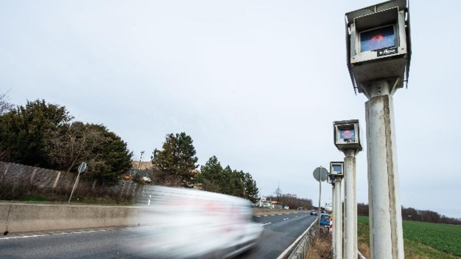 Um dieses Streckenradar-System auf der B6 bei Laatzen geht es.