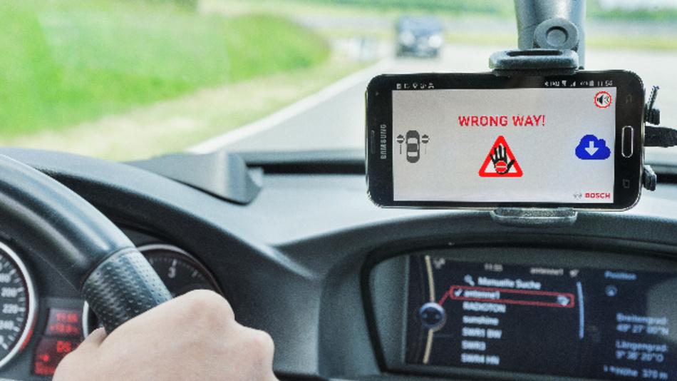 Cloudbasierte Falschfahrerwarnung von Bosch am Smartphone.