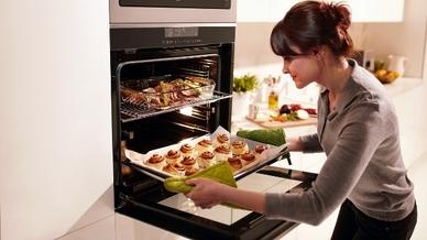 """Ein Backofen, zwei Gerichte: Dank """"Split&Cook""""-Technologie kann der Multifunktionsbackofen """"BVM35400XS"""" in zwei separate Kochebenen mit unterschiedlichen Temperaturen und Heizarten eingeteilt werden."""