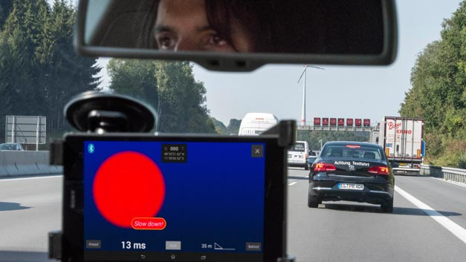 Die Projektpartner Continental, Deutsche Telekom, Fraunhofer ESK, MHP und Nokia testeten auf der A9 verschiedene konkrete Anwendungsfälle für sicheres, vernetztes Fahren.