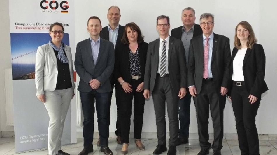 Der neu gewählte Vorstand der COG Deutschland (v.l.n.r.): Irina Werle (BMK Group), Frank Mützner (Osram Continental), Ulrich Vogel (Electronic Direct), Kassenwart Anke Bartel (Velocity Electronics), Stellvertretender COG-Vorsitzender Axel Wagner (Würth Elektronik EiSos),  Joachim Tosberg (RAFI), COG-Vorstandvorsitzender Dr.-Ing. Wolfgang Heinbach (GMP German Machine Parts) und Stefanie Kölbl (TQ-Systems)