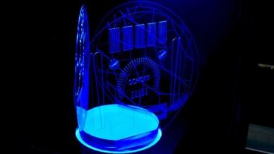 Unter dem Namen Flexinity bietet Schott ein Portfolio von strukturieren Glassubstraten an, mit denen die Herstellung von sehr dünnen Gläsern mit einem minimalen Strukturradius von 150 µm und einer Größentoleranz von +/- 25 µm möglich ist.
