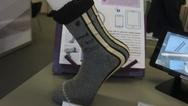 Am Stand der OE-A (Organic and Printed Electronics Association) wurde es smart: Zu sehen waren unter anderem Socken mit integrierten Sensoren, die das Abrollverhalten des Fußes messen…