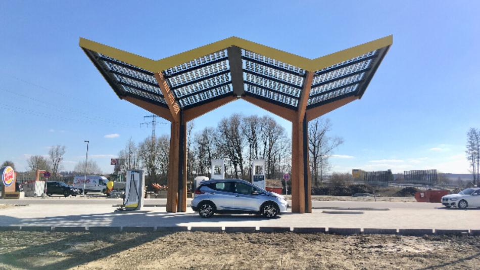 Die neue Schnellladestation an der A92 Richtung Deggendorf in Pilsting.