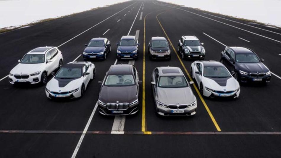 BMW setzt auf Elektromobilität: Auf der diesjährigen Auto Shanghai stellt BMW sein neues Sports Activity Vehicle mit Plug-in-Hybrid-Antrieb vor. Das punktet dank neuer Batterietechnologie mit einer verbesserten elektrischen Reichweite im Vergleich zum Vorgängermodell.