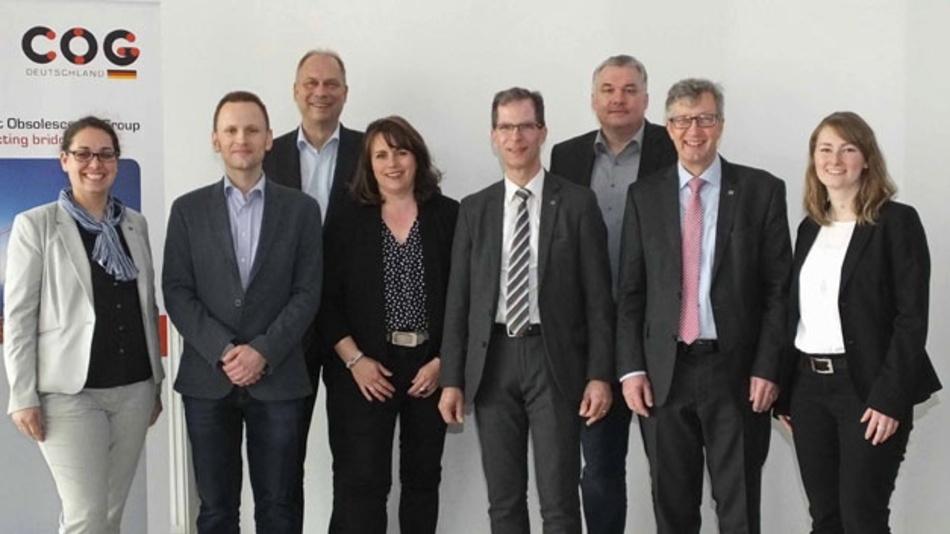 Der Vorstand der COG Deutschland e.V. (v.l): Irina Werle (BMK Group), Frank Mützner (Osram Continental), Ulrich Vogel (Electronic Direct), Kassenwart Anke Bartel (Velocity Electronics), Stellvertretender COG-Vorsitzender Axel Wagner (Würth Elektronik EiSos),  Joachim Tosberg (RAFI), COG-Vorstandvorsitzender Dr.-Ing. Wolfgang Heinbach (GMP German Machine Parts) und Stefanie Kölbl (TQ-Systems).