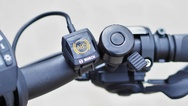 Die ABS Kontrollleuchte am Lenker zeigt an, dass das ABS-System einsatzbereit ist.