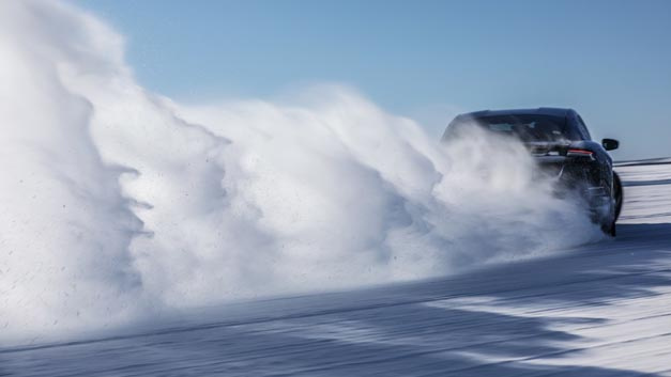 Der Porsche Taycan in Skandinavien während der Kaltlanderprobung