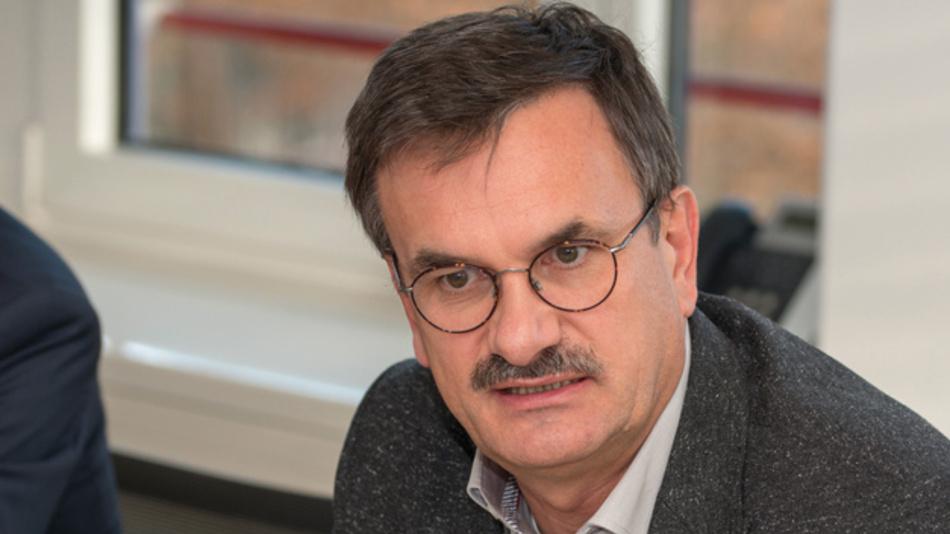 Hans Adlkofer, Infineon Technologies  »Gasfahrzeuge werden nicht promotet, sie werden nicht positiv dargestellt. Dabei könnte dieser Ansatz als Brückentechnik, wie auch die 48-V-Technik, fungieren, bis die E-Mobilität wirklich soweit ist.«