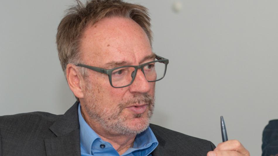 """Norbert Siedhoff, Microchip Technology  »Man muss bei der Umweltbelastung zwischen weltweit und in Ballungszentren genau unterscheiden. E-Fahrzeuge ermöglichen eine Umverteilung und helfen damit, die Umweltbelastungen in den Ballungszentren zu senken."""""""