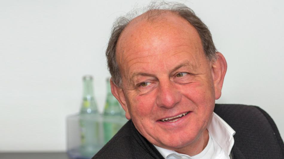 Jürgen Weyer, NXP Semiconductors  »Die Brennstoffzellentechnik wird zuerst dort eingesetzt,  wo sie ihre Vorteile ausspielen kann, und das sind nicht Autos, sondern Züge. Ist ein Streckenabschnitt nicht elektrifiziert, kommt es günstiger, die Züge mit Brennstoffzellentechnik auszurüsten.«