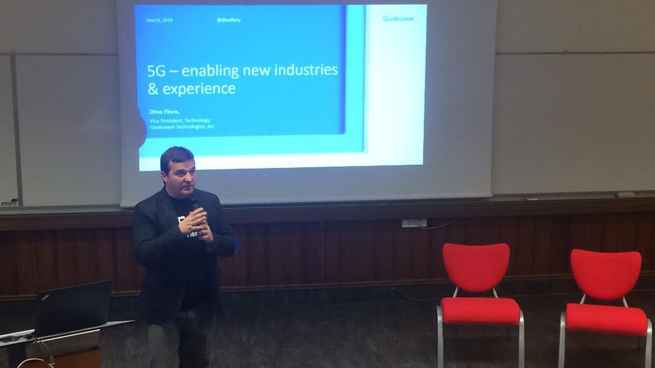 Dino Flore von Qualcomm sprach darüber, wie 5G die Industrie, aber auch die Privathaushalte verändern wird.