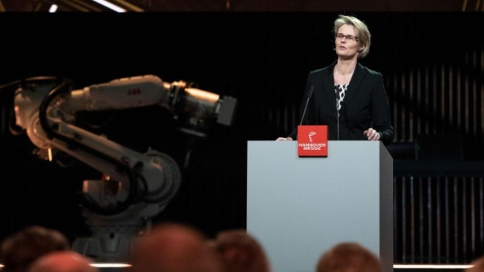 Anja Karliczek, Bundesministerin für Bildung und Forschung, übergab den Preis gestern im Rahmen der Hannover-Messe-Eröffnungsfeier