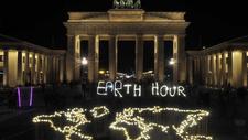 Kunstinstallation Solarlampen erleuchten das Brandenburger Tor