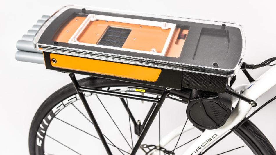 Der E-Gepäckträger mit Brennstoffzellensystem wiegt nur 3,3 kg und kann auf nahezu jedes Fahrrad montiert werden.
