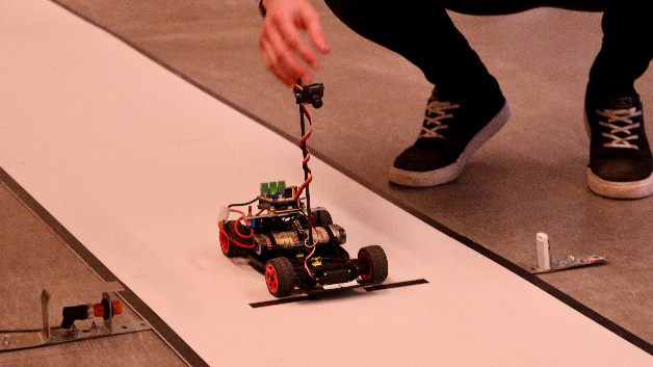 Bild 1. Fahrzeug basierend auf Model-C.