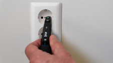 Elektro-Werkzeug Berührungslos auf Spannung prüfen