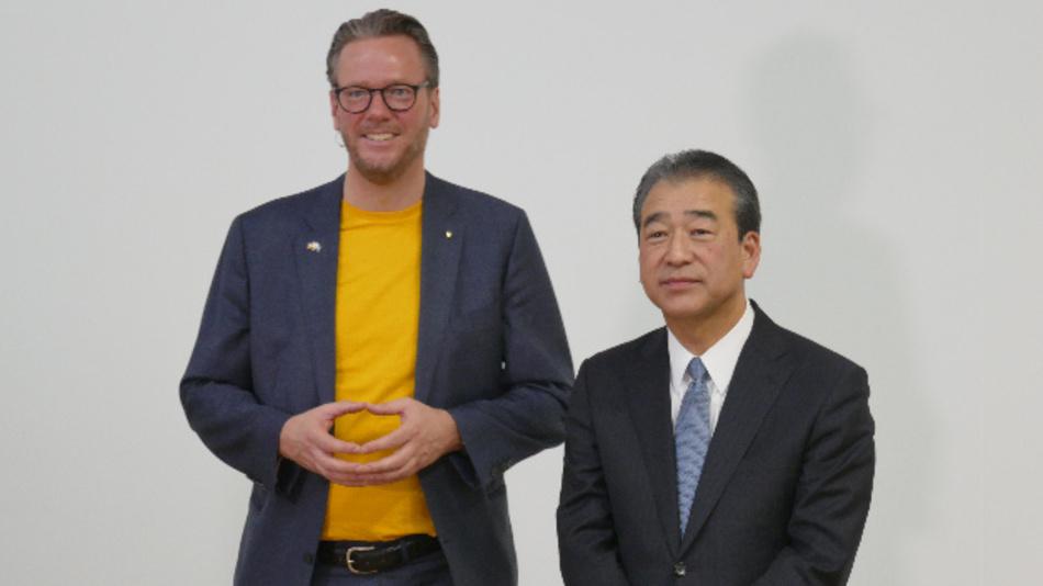 Harting-CEO Philip Harting und Hirose-President Kazunori Ishii erläuterten ihre Kooperation in puncto SPE auf der Hannover Messe.