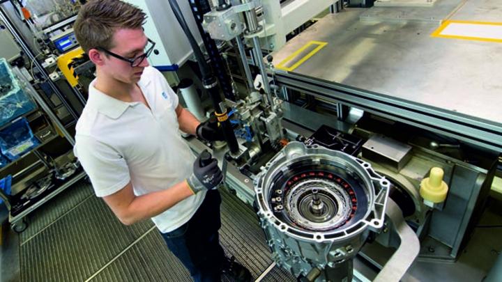 Das weiterentwickelte 8-Gang-Automatgetriebe von ZF wird ab 2022 im Werk Saarbrücken gefertigt. ZF erhielt von der BMW AG einen zweistelligen Milliardenauftrag für dieses Produkt.