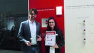 Jens Regulski, Produktmanager Gebäudesystemtechnik, und Cornelia Meier, Redaktion elektrobörse smarthouse