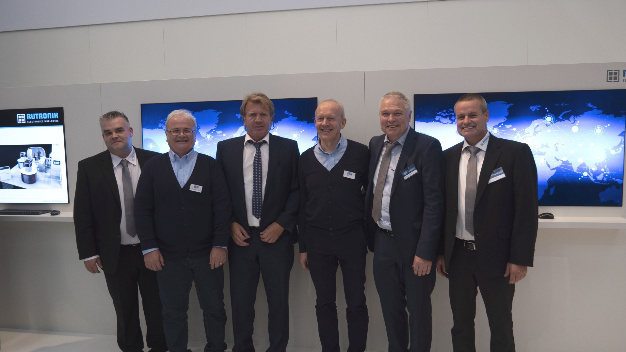 (v.l.) Bernd Hantsche, Director Product Marketing Embedded & Wireless (Rutronik), Wolfgang Kemmler, Industrial Sales Manager (Wilk Elektronik), Thomas Rudel, CEO (Rutronik), Wieslaw Wilk, Founder and Owner (Wilk Elektronik), Andreas Hofmann, Senior Manager Product Marketing (Rutronik), Frank Bittigkoffer, Deputy Director Product Marketing Embedded & Wireless (Rutronik).