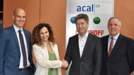 v.l.n.r.: Ralph Bischoff, Director Eos Power, Teresa Fernandez, Sales Manager EMEA bei EOS Power, Robert Rohde, Director Europe Power Supply/Magnetics bei Acal BFi und Paul Webster, Group Director discoverIE